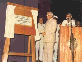 President R.Venkataraman laying the foundation of the SMHS building in 1988